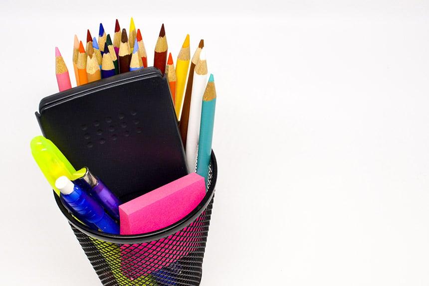 Teacher desk supplies2_953427