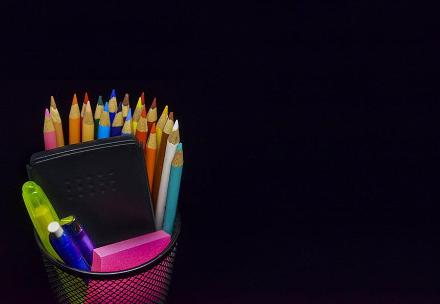 Teacher desk supplies_953427